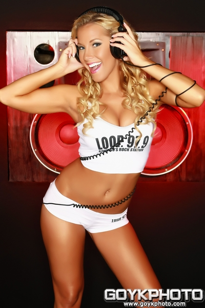 Sep 27, 2009 2009 Loop Rock Girl Calendar (cover image)