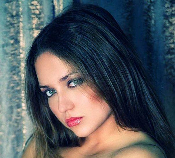 Female model photo shoot of Olia V