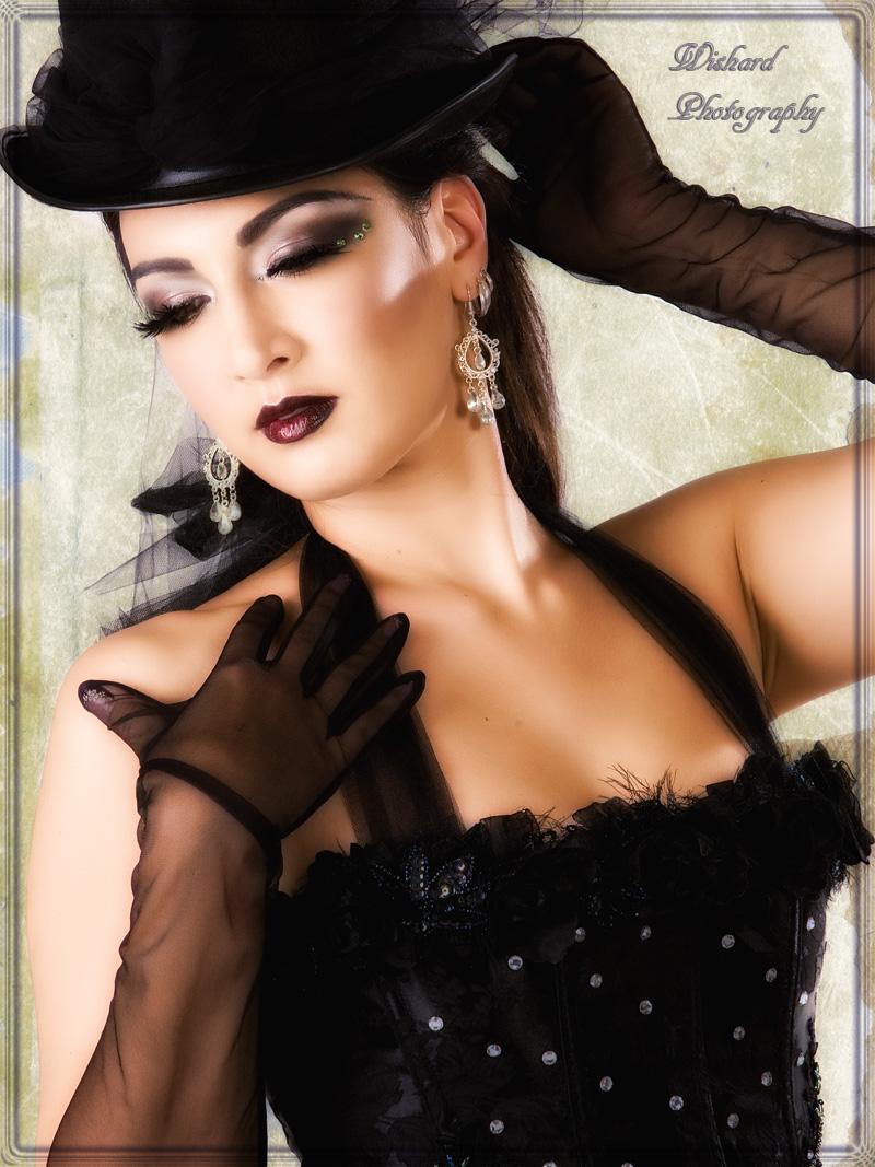 http://photos.modelmayhem.com/photos/091005/17/4aca8e5b5546d.jpg