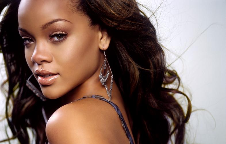 Oct 12, 2009 ©EFP Rihanna
