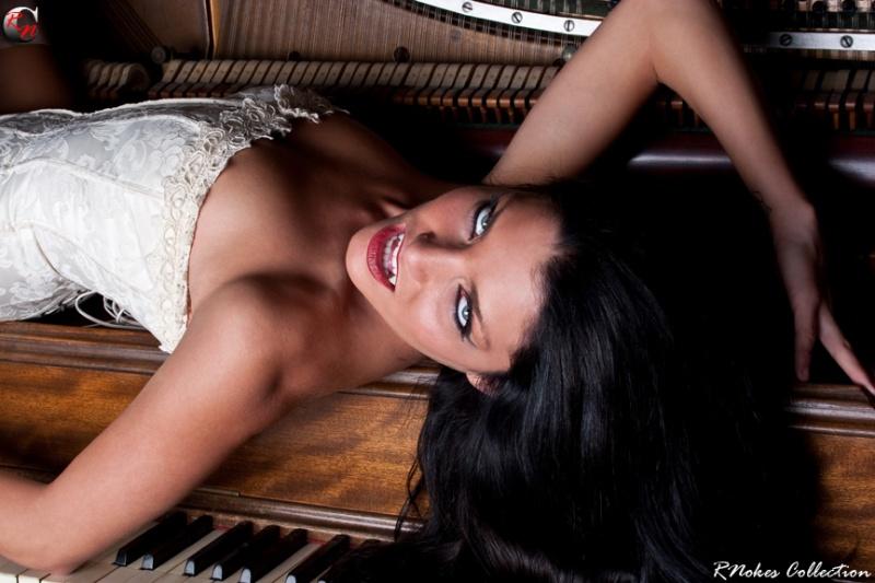 http://photos.modelmayhem.com/photos/091020/03/4add9629d787a.jpg