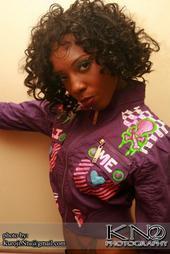 Female model photo shoot of Kameshia90
