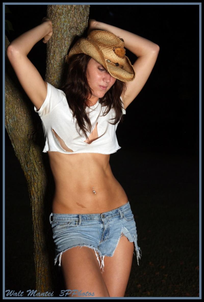 http://photos.modelmayhem.com/photos/091026/22/4ae681874c7f3.jpg