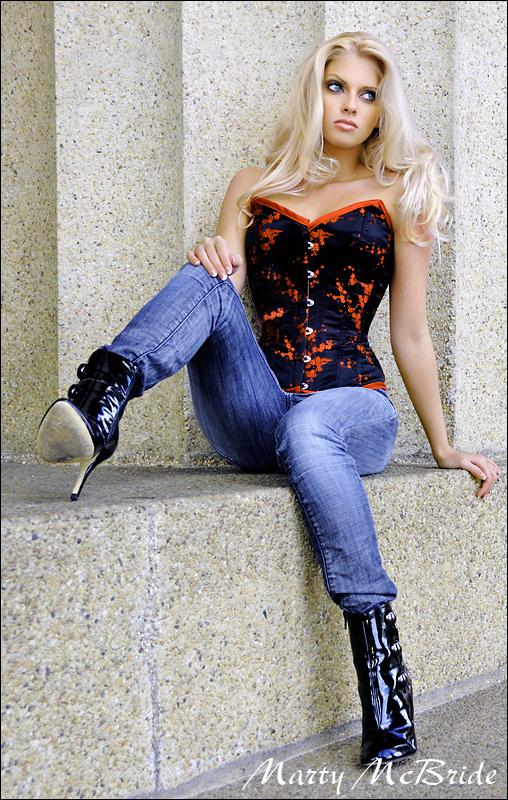 http://photos.modelmayhem.com/photos/091028/06/4ae849d39a656.jpg