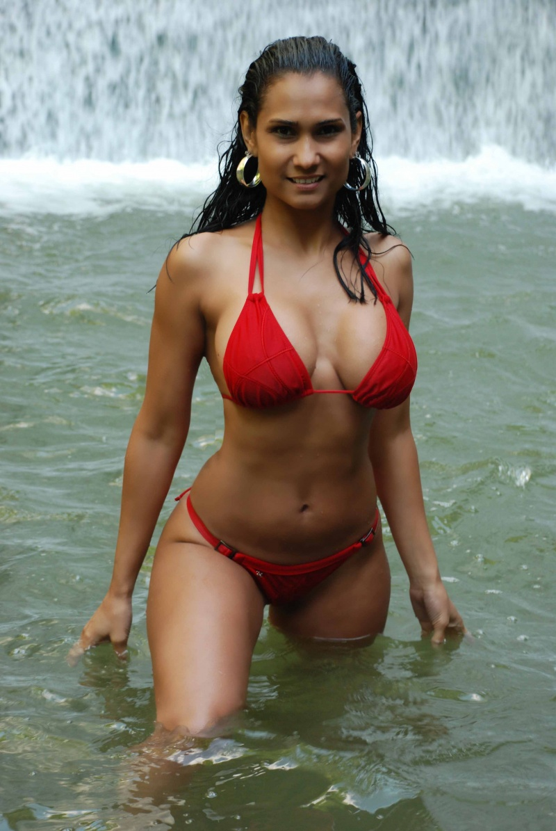 Female model photo shoot of Besayda