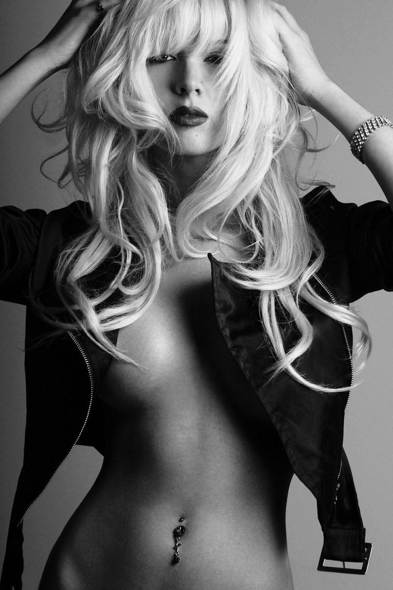 Las Vegas Nov 03, 2009 Mario Santos Photography blonde in black and white