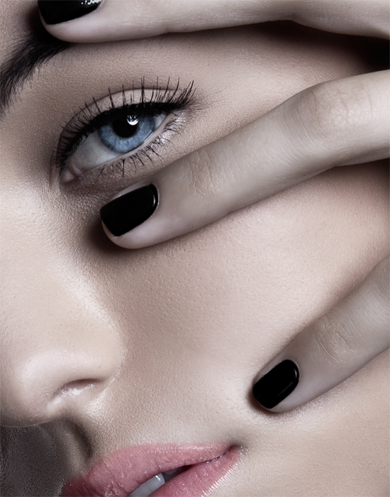 Female model photo shoot of U Y E N V O