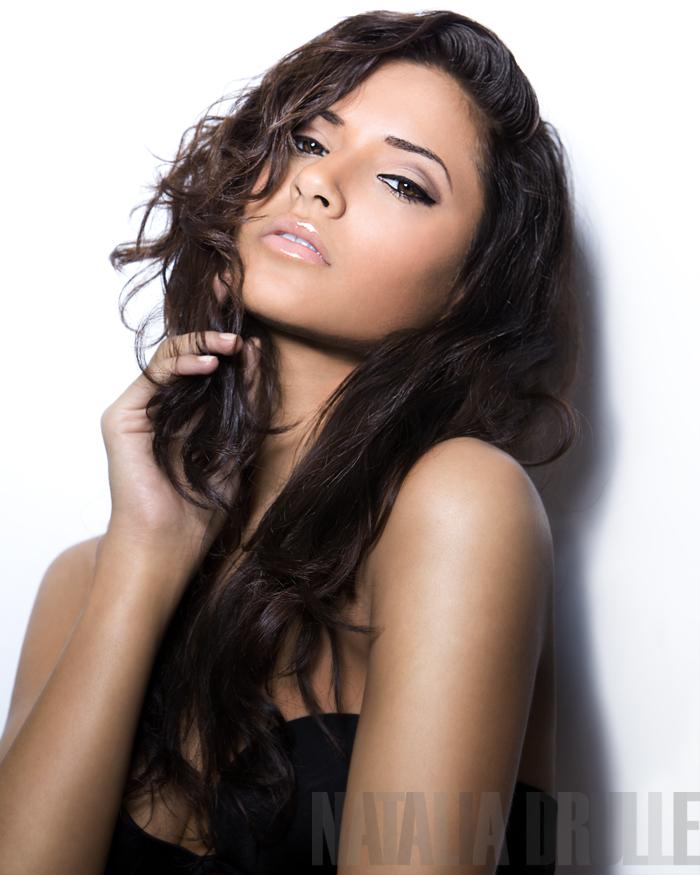 Nov 06, 2009 Natalia Drulle, Female Photog.... Love her!! http://www.sitv.com/model-latina-nyc/contestants/nashlly