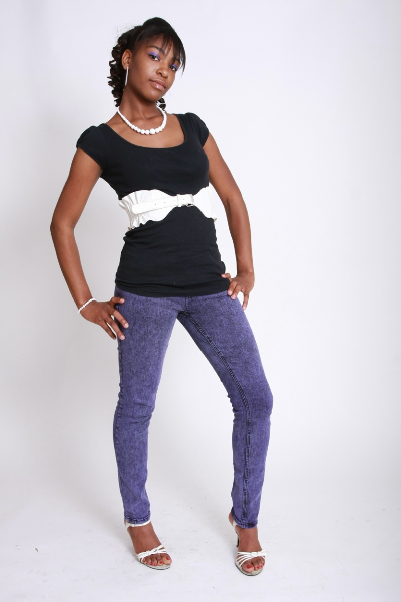 Female model photo shoot of Rainye Johnson