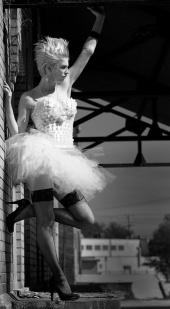 http://photos.modelmayhem.com/photos/091119/17/4b05f39bb7216_m.jpg