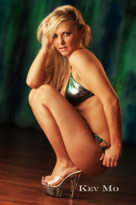 http://photos.modelmayhem.com/photos/091121/20/4b08c44670465.jpg