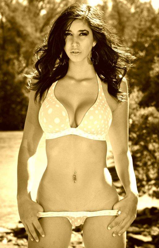 Miami Beach, Fl Nov 23, 2009 © Gil Purcil 2009 Bikini Outdoors Series
