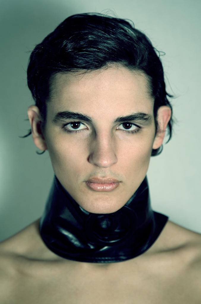 http://photos.modelmayhem.com/photos/091123/21/4b0b6b38c042d.jpg