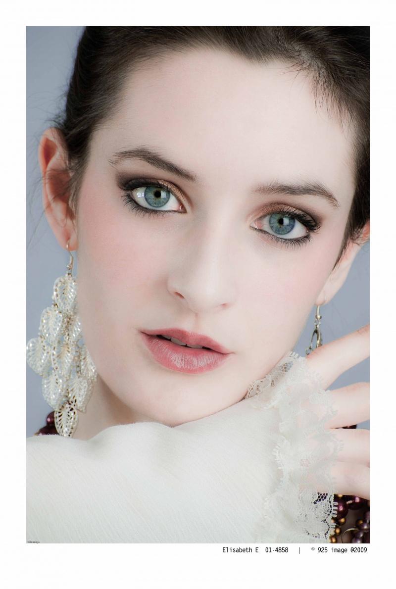 http://photos.modelmayhem.com/photos/091126/14/4b0f056394704.jpg