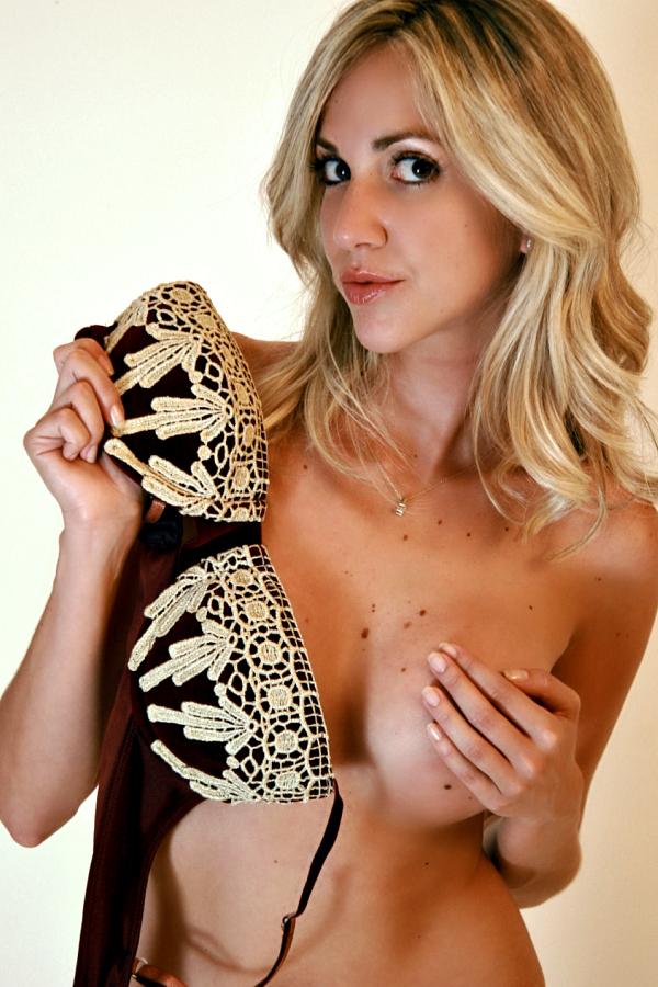 Female model photo shoot of Sol De La Riva