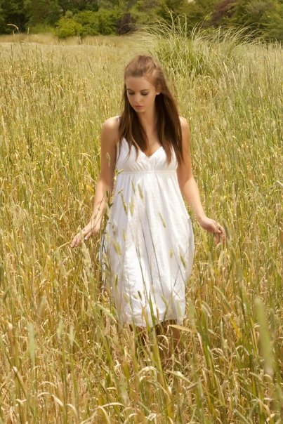 Female model photo shoot of Emma-may in Blackwood