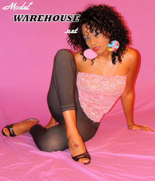 Atlanta,Ga Dec 02, 2009 Model Warehouse photos /Donold E ~~~~~~~~ Hanpainted Earrings By : Aaliya~~~~~~~~~
