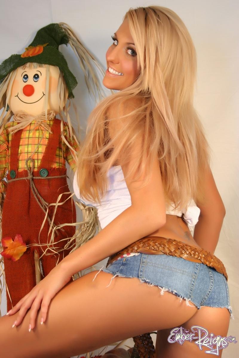 Florida Dec 06, 2009 Ember Reigns Country Girl Next Door