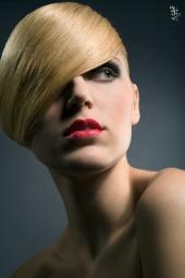 http://photos.modelmayhem.com/photos/091212/12/4b2400d6aceaa_m.jpg