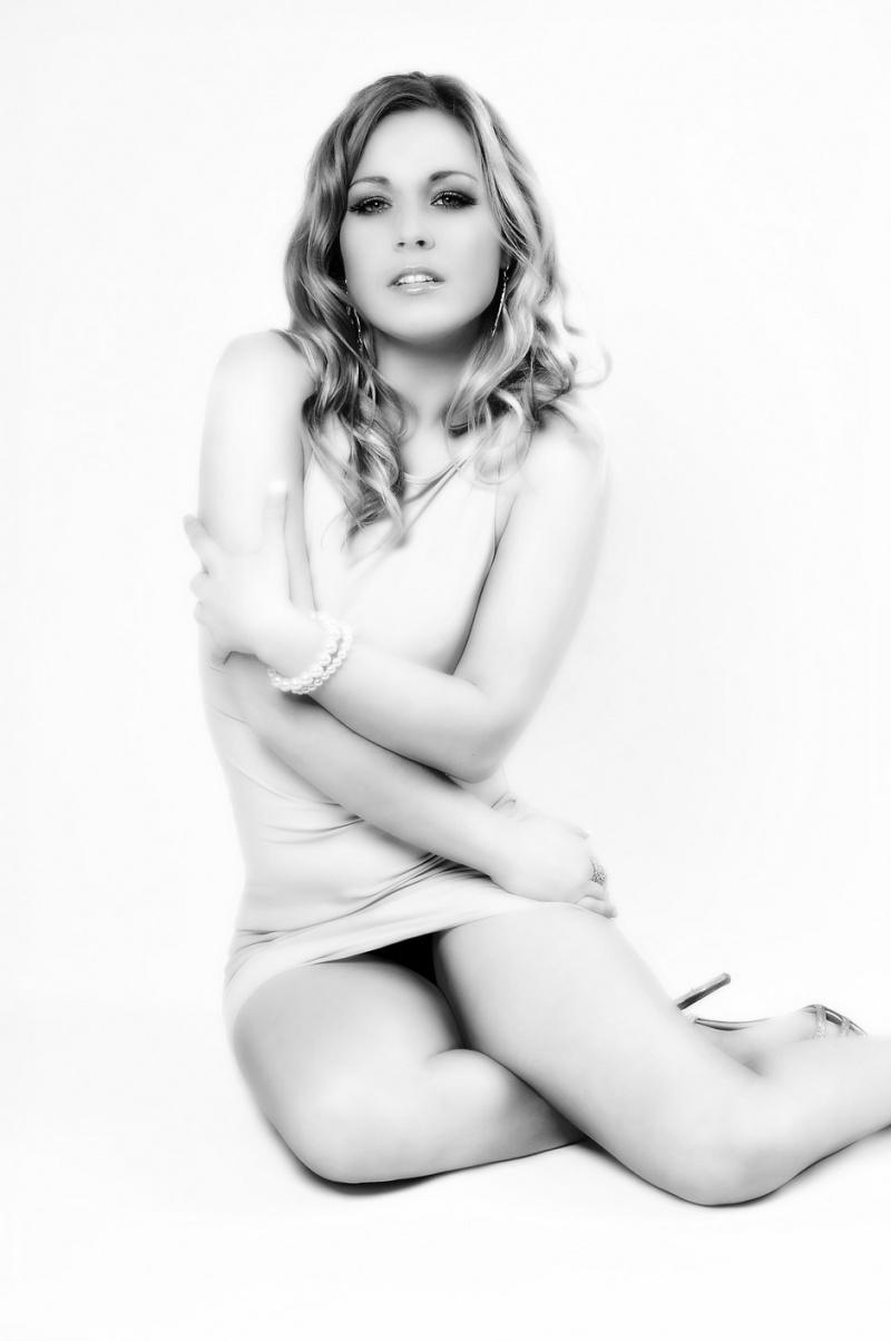 http://photos.modelmayhem.com/photos/091217/16/4b2acfe3744ce.jpg