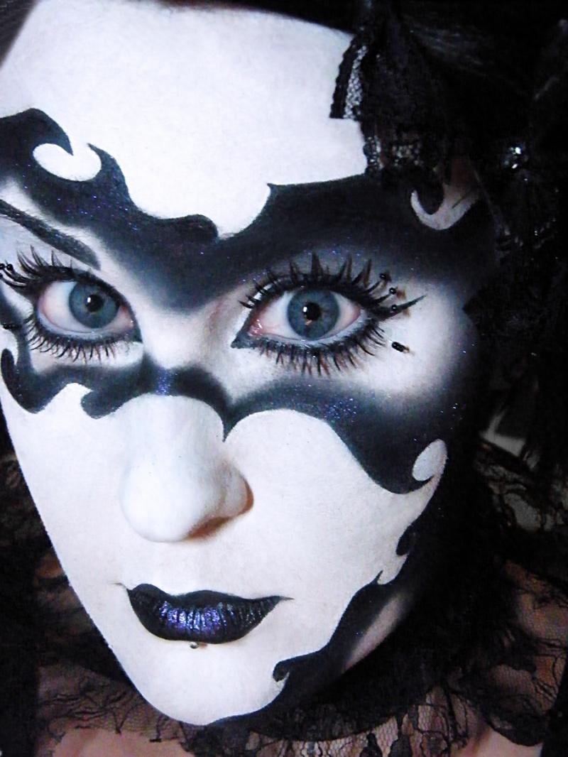 Dec 28, 2009 Sophie Battersby Masquerade
