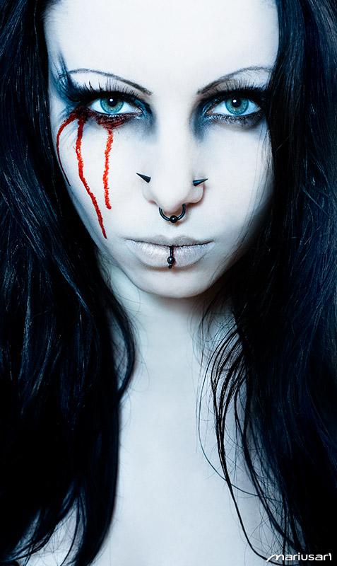 Jan 01, 2010 fascination: blood