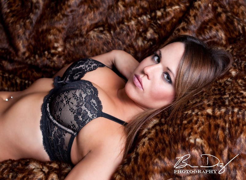 http://photos.modelmayhem.com/photos/100115/19/4b513395f08ae.jpg