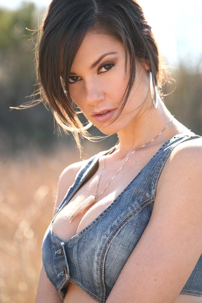 Female model photo shoot of cindy e white