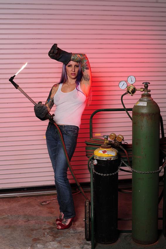 Female model photo shoot of Viki Mayhem