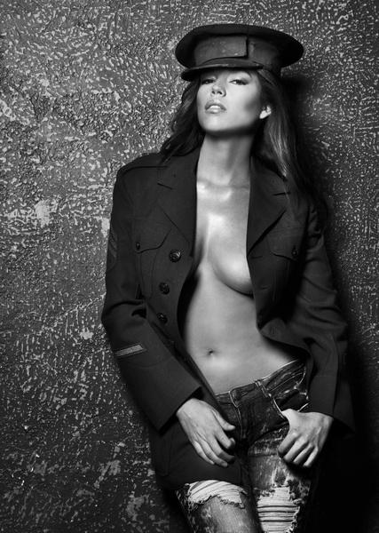 my studio Costa Mesa CA Jan 23, 2010 phillip ritchie model the beautiful  Brittany Binger but has left the building