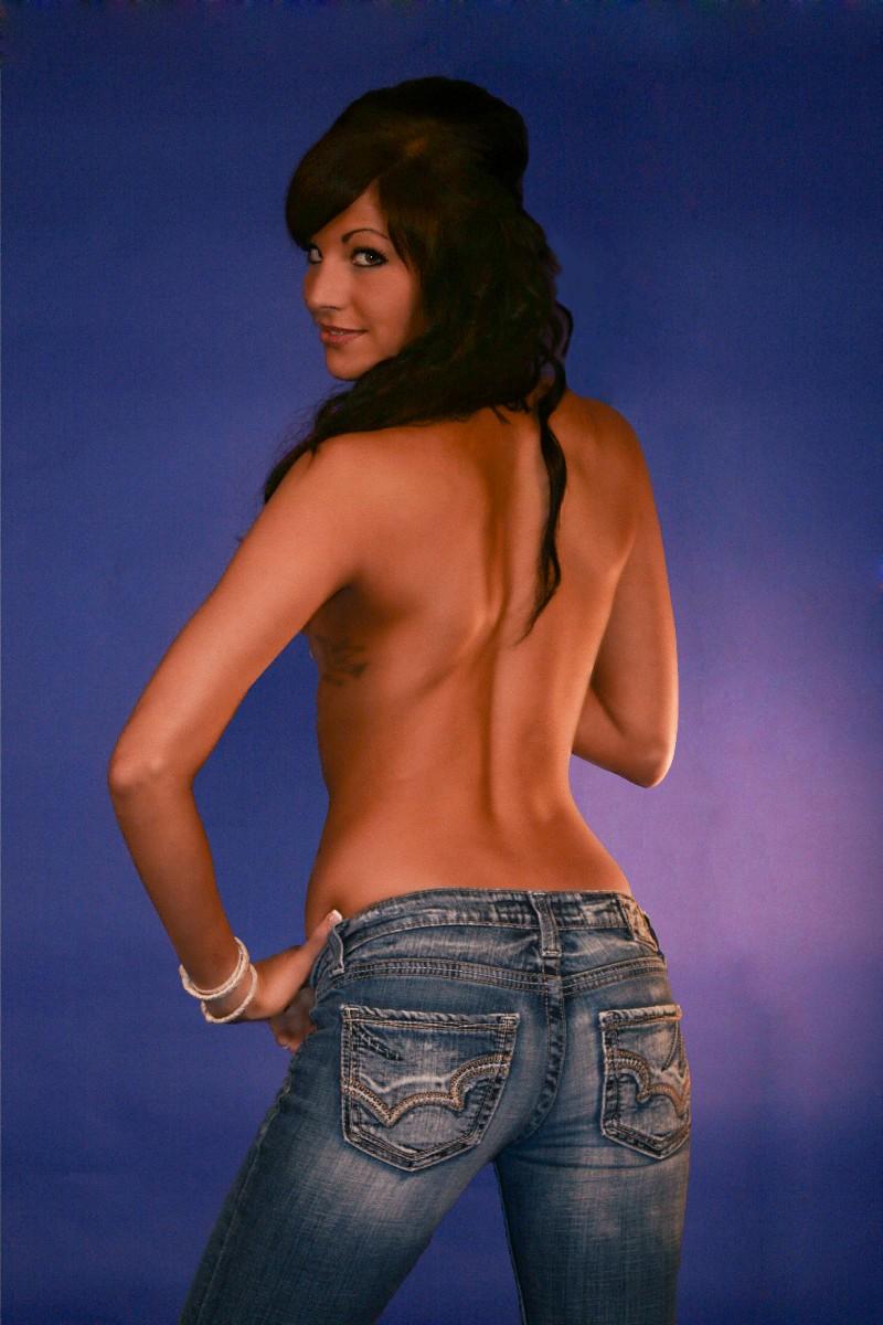 http://photos.modelmayhem.com/photos/100125/10/4b5de2f448927.jpg