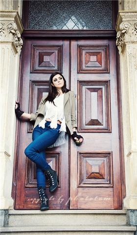 Female model photo shoot of DanielleAmber