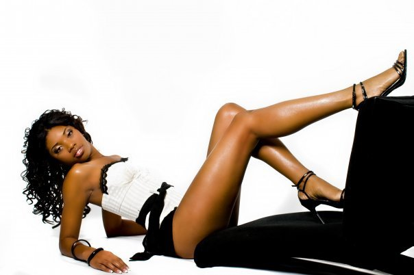 Female model photo shoot of Loreal Jones by Tavell Brown