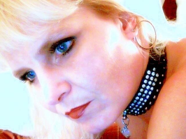 Female model photo shoot of Sybil182