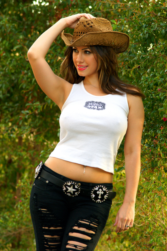 http://photos.modelmayhem.com/photos/100228/21/4b8b547cf0edb.jpg