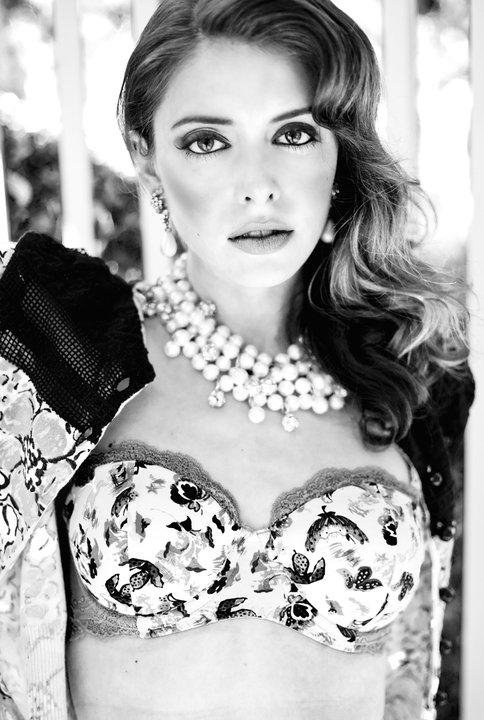 Female model photo shoot of Melanie Pace