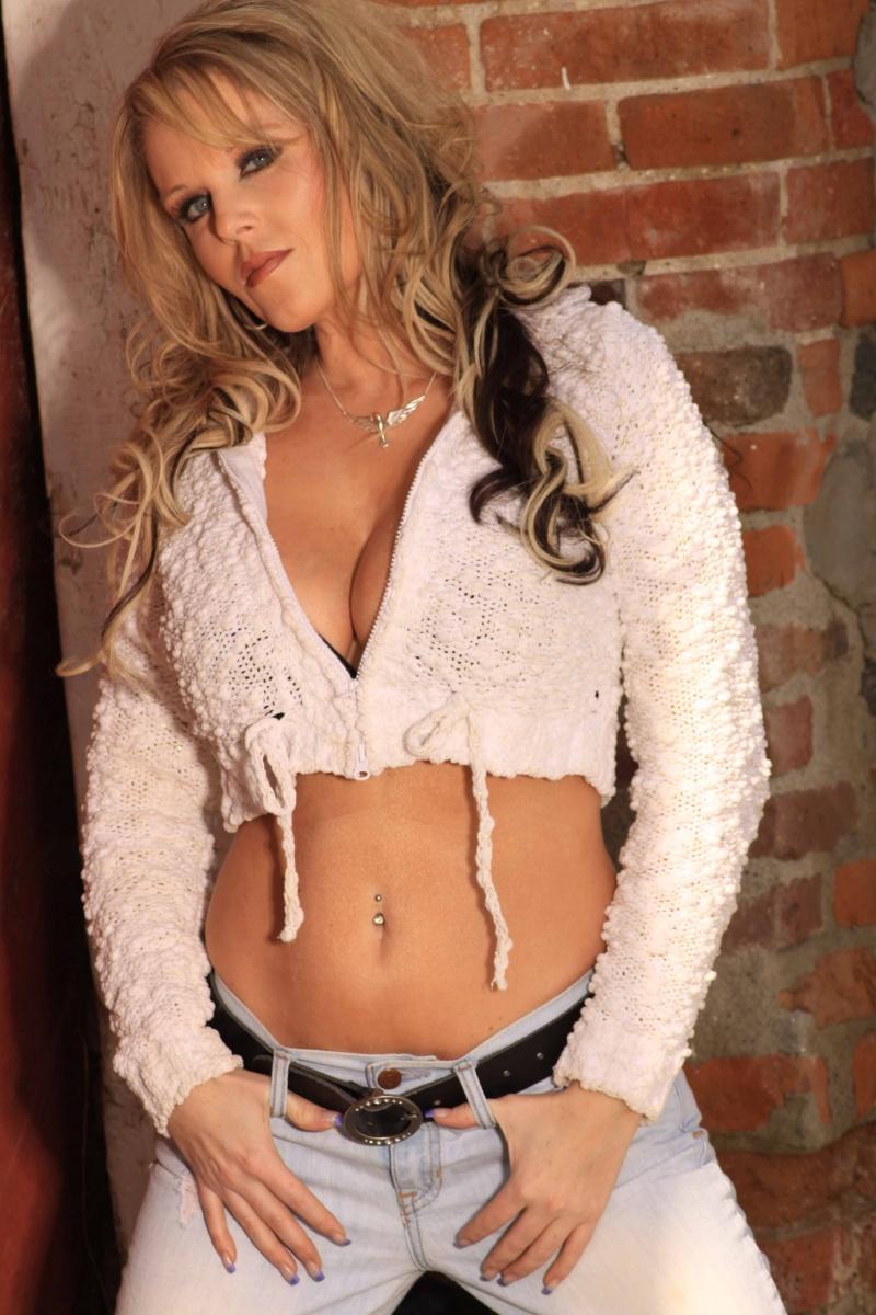 Female model photo shoot of Lee G