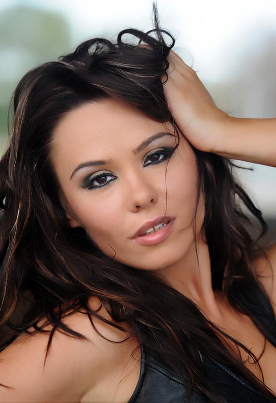 http://photos.modelmayhem.com/photos/100311/01/4b98bc2f64113.jpg
