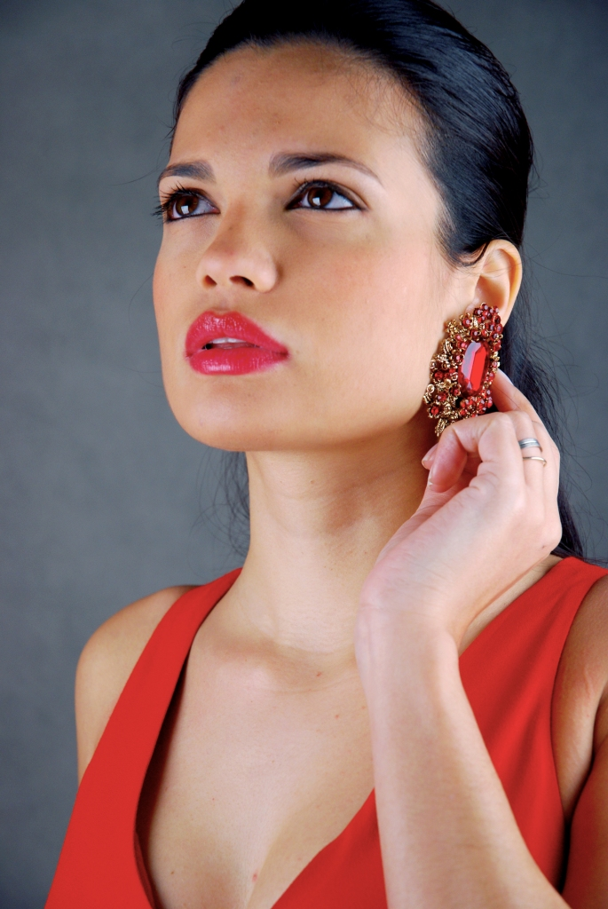 Female model photo shoot of Lara Guimarães by alvesines
