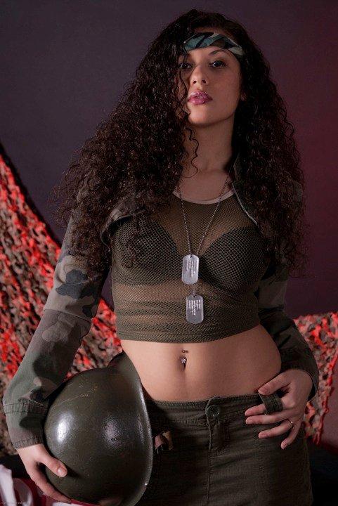 Female model photo shoot of Jasmine Carey