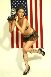 https://photos.modelmayhem.com/photos/100319/22/4ba46035afbf5_m.jpg