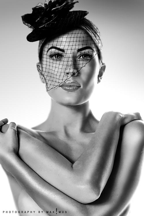 Mar 25, 2010 © MAX!MUS Model: Summer Moss, MUA: Erica Bogart
