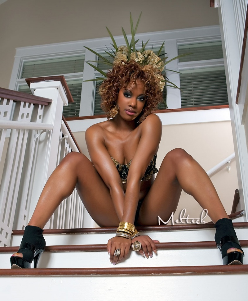 Female model photo shoot of NiQuita Simone