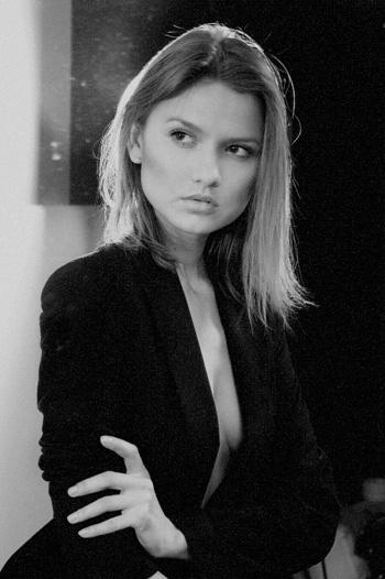 Female model photo shoot of AnnaGala