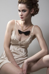 http://photos.modelmayhem.com/photos/100505/19/4be22d0de6879_m.jpg