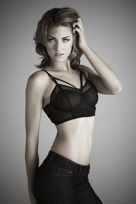 Female model photo shoot of pAije