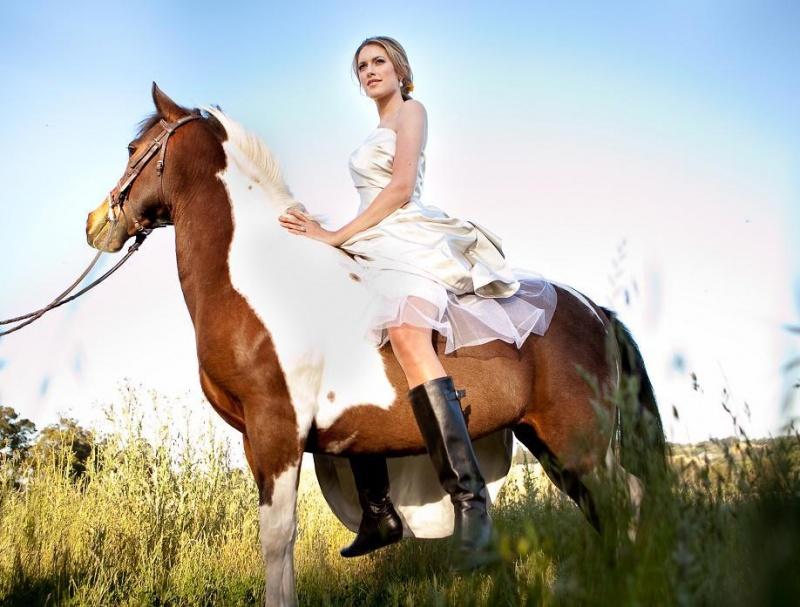 http://www.snippetandink.com/equestrian-elegance.html May 10, 2010 Equestrian Wedding