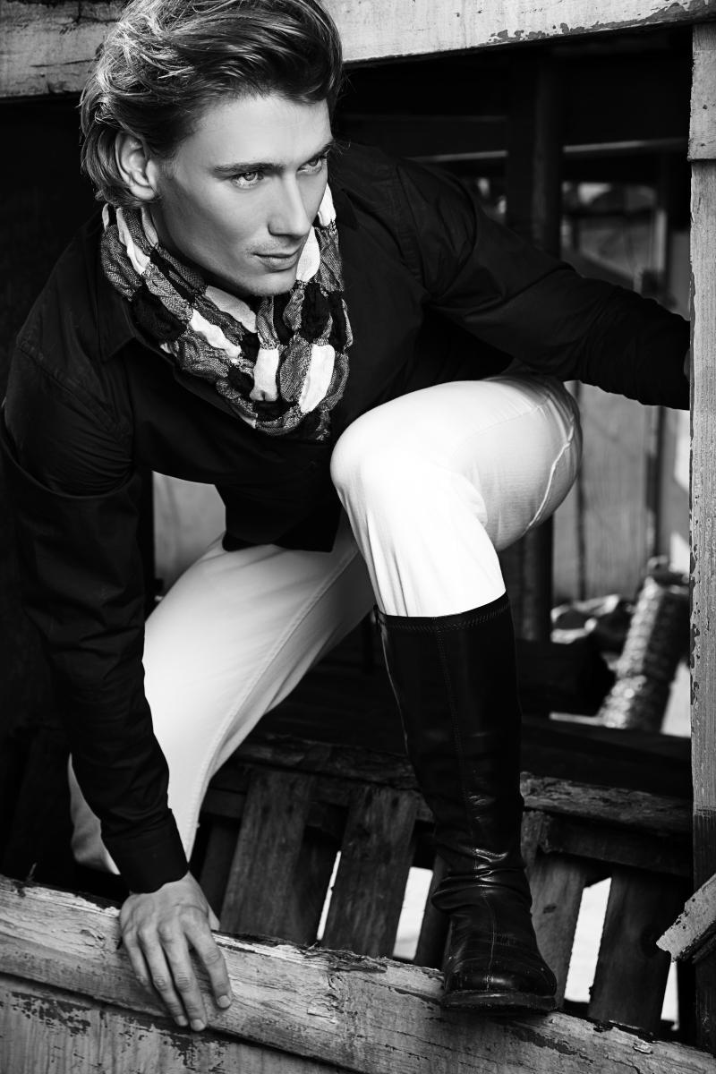 Male model photo shoot of Brent Tinsley by Jose Alexzander