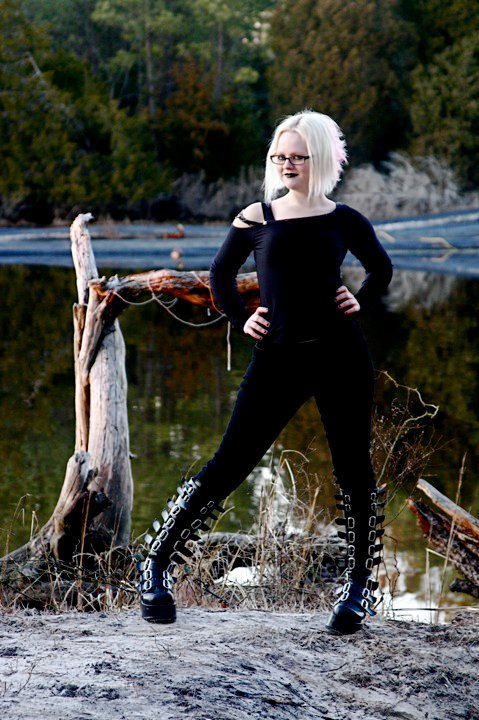 Female model photo shoot of Alyx Carbon by Engel des Todes in Locks Pointe, Chesapeake VA