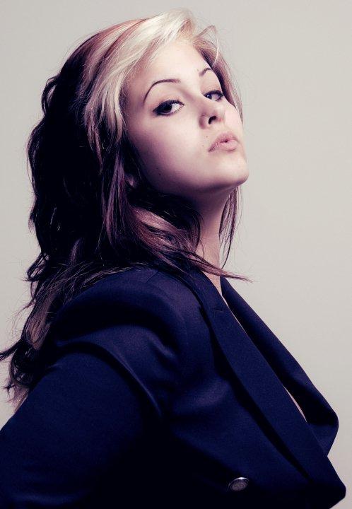 Female model photo shoot of Bella Minerva
